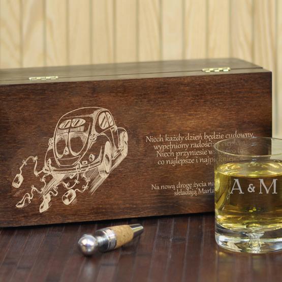 """Dwie szklanki w pudełku z grawerem na ślub- """"Garbus"""""""