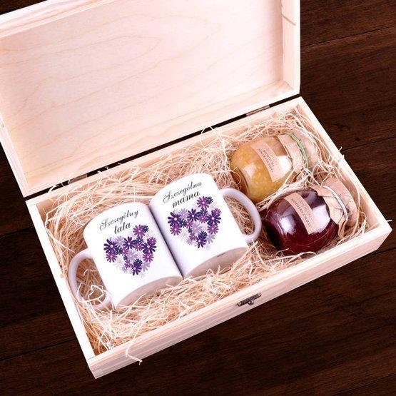Zestaw dwóch kubków z konfiturami w pudełku z nadrukiem dla Rodziców